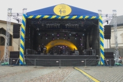 Portable outdoor stages and podiums